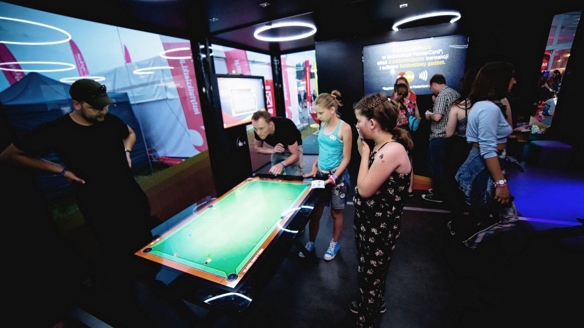 Idź do: Ekrany i stoły interaktywne